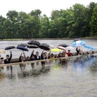 Bokrijk Fietsen door het water Bokrijk Japanse toeristen