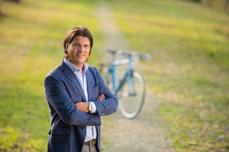 Igor met fiets op Fietsroutenetwerk Limburg