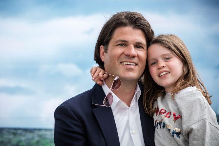 Inhuldiging Helmen in Halen met dochter