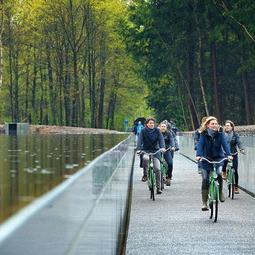 Logeren in Vlaanderen: fietsen door het water bokrijk