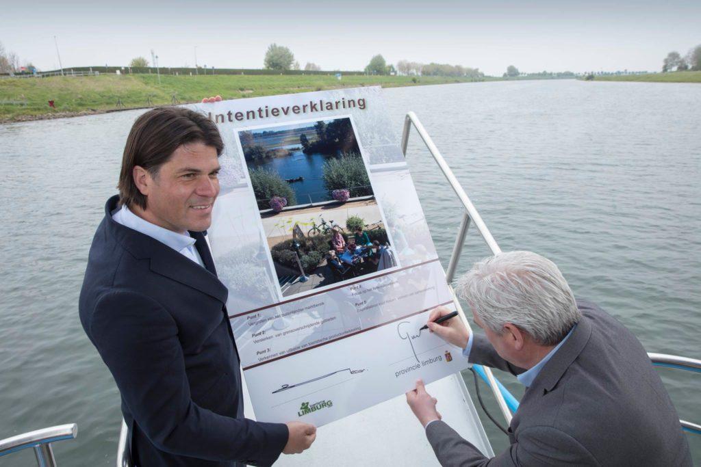 ondertekening toeristisch plan Philtjens en Geurts